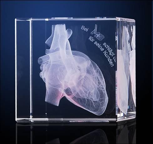 Tombstone mit 3D Glas innen Gravur Herz als individuell und kundenspezifisch gestatletes Werbe- Businesspräsent